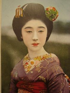 STUNNING colorful Vintage Japanese geisha maiko portrait pc postcard Japan