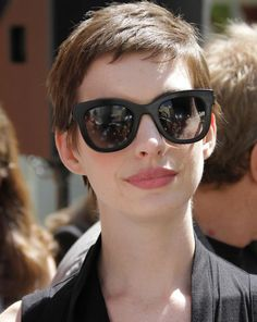 Anne Hathaway accentuating her pixie cut with cat-eye sunglasses!
