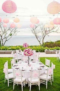 Reception exterieur champetre, decor suspendu lanterne rose pale