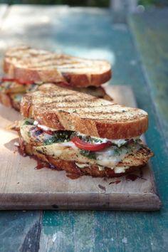 Sandwich poulet pesto