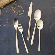 Sigh. I do love a good gold set of flatware at the table, don't you? Its so pretty.