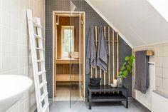 Veda 110, Njurunda, Sundsvall - Fastighetsförmedlingen för dig som ska byta bostad Scandinavian Style, Entryway, Interior Design, Furniture, Home Decor, Ska, Entrance, Nest Design, Decoration Home