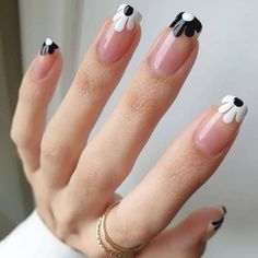 Chic Nails, Stylish Nails, Swag Nails, Nail Design Stiletto, Nail Design Glitter, Cute Acrylic Nails, Acrylic Nail Designs, Gel Nails, Daisy Nails