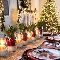 Este ano decidimos fazer o nosso Natal sem exageros, sem ostentação e esta foi a decoração escolhida para o centro da mesa. Simples e linda, né?! Vamos reaproveitar os vidros de azeitonas e palmitos, sal grosso, velas e tomatinho cereja. Tudo bem simples mas com muito charme. Vocês gostam? ❤️ Foto do pinterest