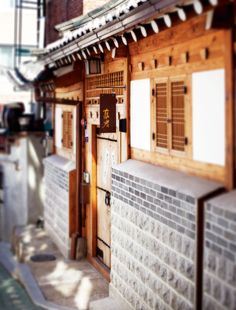 Korean traditional house 'Han-Ok' (Outside view) Asian Architecture, Architecture Details, Interior Architecture, Korean Traditional, Traditional House, South Korea Seoul, Korean Peninsula, Inspired Homes, My House