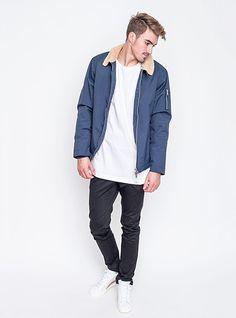 Minimalismus vévodí. Bunda Wemoto, triko Fresh Essential, kalhoty Wesc, boty Adidas Originals. Rain Jacket, Bomber Jacket, Adidas Originals, Windbreaker, Raincoat, Fresh, Jackets, Fashion, Minimalism