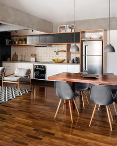 Once found only in the rear of the house, today's kitchen design takes the kitchen out the background. The challenge for kitchen design is in creat… Home Interior, Kitchen Interior, Decor Interior Design, Interior Architecture, Kitchen Decor, Kitchen Design, Dinner Room, D House, Indian Home Decor