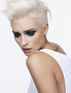 Platinum hair, blonde hair... Really want to dye my hair this color!