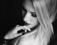 #Indoor - Mary Eve Photography #blackandwhite #schwarzweiß #blonde #model #homeshooting