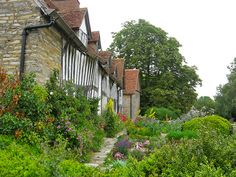 Mary Arden's Farm. Situated in the village of 3 Miles north of Stratford , it was the birthplace of Mary Arden the mother of William Shakespeare, she was born about 1540 and lived there until her marriage to John Shakespeare .