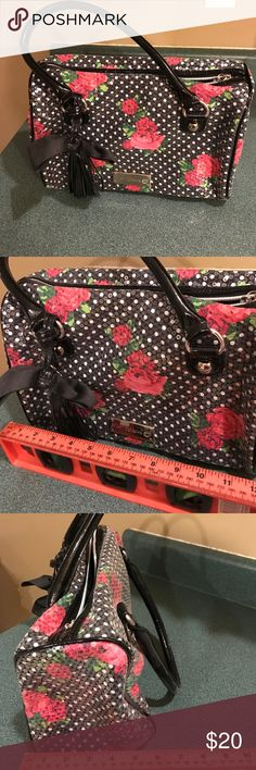 Betsey Johnson handbag Barely used betsey Johnson bag in perfect condition. Bag has little sequins all over it. Betsey Johnson Bags Shoulder Bags