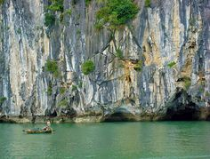 Places To See Before You Die (Part II) Halong Bay is one of the world's natural wonders, and is the most beautiful tourist destination of Vietnam.Halong Bay is one of the world's natural wonders, and is the most beautiful tourist destination of Vietnam. Socotra, Pamukkale, Palawan, Cinque Terre, Isla Phi Phi, Cool Places To Visit, Places To Travel, Laos, Lago Moraine