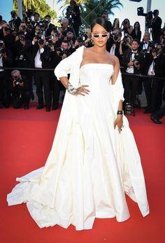 Cannes 2017 - Rihanna in Dior Haute Couture - Day 3 (montée des marches Okja)