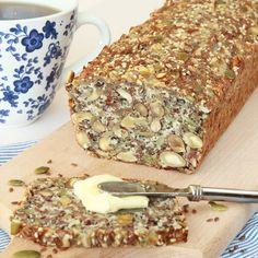 Kesofrölimpa utan mjöl – Lindas Bakskola Healthy Bars, Healthy Treats, Healthy Baking, Raw Food Recipes, Low Carb Recipes, Baking Recipes, Bread Recipes, Paleo Bread, Bread Cake