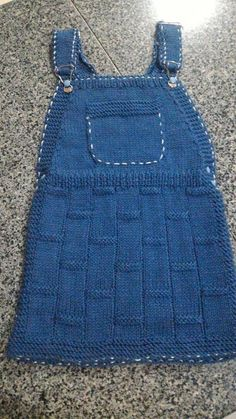 Helô Lätzchen Crochet Tutu Dress, Crochet Bodycon Dresses, Knit Baby Dress, Crochet Baby Clothes, Free Baby Sweater Knitting Patterns, Knit Baby Sweaters, Diy Crafts Dress, Diy Crafts Knitting, Finger Crochet