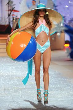 The Victoria's Secret Fashion Show 2012 - Barbara Fialho ♥----cutest EVER!