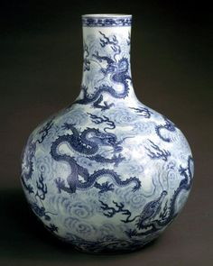 Japanese Porcelain, Japanese Ceramics, Chinese Ceramics, White Porcelain, Porcelain Ceramics, Ceramic Art, White Ceramics, Asian Vases, Blue And White Vase