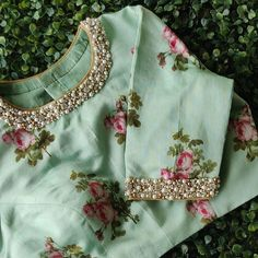 The Effective Pictures We Offer You About blouse designs off shoulder A quality picture can tell you Saree Blouse Neck Designs, Fancy Blouse Designs, Bridal Blouse Designs, Blouse Patterns, Sari Design, Stylish Blouse Design, Blouse Models, Instagram, Pastel