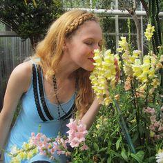 Soaking up the final days of Summer #sunshine!  #flowerlovers #naturelovers #nature #flowers #ethicalfashion #maternity #maternityootd #breastfeedingmom #motherhood #bumplife #bumpstyle #uniteinmotherhood #mumlife #motherhoodsimplified #mamalife #mamalove #mom #motherhoodunplugged #thepursuitofjoyproject #thehappynow #chicago #motherhoodthroughinstagram #styleoftheday #ootd by #MAJAMAS #madeinchicago #madeintheusa #ecofriendly #ecofashion