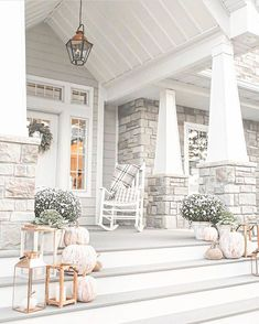 75 Rustic Farmhouse Front Porch Decorating Ideas - Home & DIY Home Renovation, Home Remodeling, Bedroom Remodeling, Farmhouse Front Porches, Rustic Farmhouse, Building A Porch, House With Porch, Houses With Front Porches, My New Room
