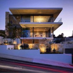 This incredible four level luxury residence was designed by Sydney-based architecture studio MPR Design and is situated in Sydney, New South Wales, Australia. The design of the Vaucluse House was built to reflect the topography Modern Architecture House, Modern House Design, Architecture Design, Bg Design, Design Case, Design Ideas, Property Design, Modern Mansion, Luxury Real Estate