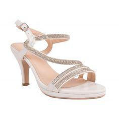 Chaussures pour la mariée en blanc nacré ! Pour votre mariage  mesdemoiselles les lanières à strass et un petit talon pour allier la  tendance et le confort ! ccadfca44230