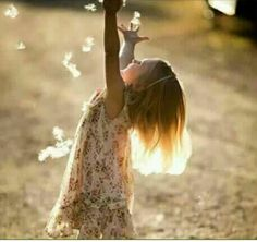نععيش ف الدنيا العريضہ وَنحلم ويمكن نحب ااشياء وفيہا مضرهہ يارب وَانت اللي ععن الغيب تعلم اكتب لناا اللي فيہ خييرّ وَمسرهہ