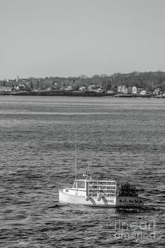 #cascobay #lobsterboat #lobstahboat #capeelizabeth #maine #coastofmaine #mainecoast #newengland #northernnewengland #newenglandphotography #mainephotography #nature #monochorme #blackandwhite #blackandwhitephotography #photogrpahyforsale #photos #pictures #lobstahman #lobster #lobstah