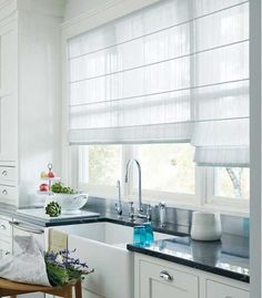 Window blinds ideas modern kitchen window treatment how to create modern window decor window dressing ideas window shades ideas modern Kitchen Window Dressing, Kitchen Window Blinds, Kitchen Window Coverings, Kitchen Window Treatments, Blinds For Windows, Curtains With Blinds, Modern Net Curtains, White Blinds, Privacy Blinds