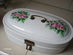 one of my old enamelware bread boxes