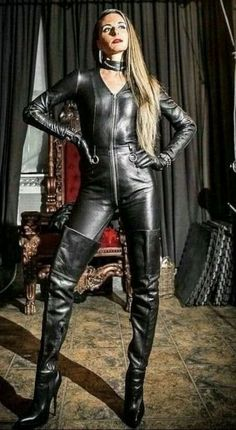 Get on your hands & knees at my feet Mark Shavick! Black Leather Gloves, Leather Leggings, Leather And Lace, Sexy Outfits, Sexy Stiefel, Leather Jumpsuit, Leder Outfits, Sexy Boots, High Boots