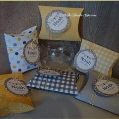 Assortiment boîtes berlingot pour dragées- thème fanions gris jaune- (2,70/unité)