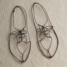 zapatos de alambre / wire shoes