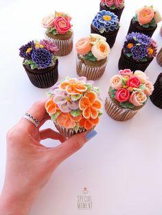 #flowercupcake #buttercream #piping #specialcupcake #cupcakedecorating…