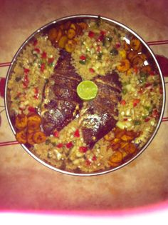 Tilapias braisés attiéké alocos #miammiam #insantfoid Mets, Africa Fashion, Family Meals, Barbecue, Cheers, Food And Drink, Cooking Recipes, African, Foods