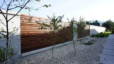 Ogrodzenie z betonu architektonicznego: styl translation missing: pl.style.ogród.nowoczesny, w kategorii Ogród zaprojektowany przez Contractors
