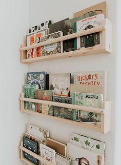 Baby Boy Nursery Room İdeas 333759022388545657 - Modern neutral kid room decor with book ledges, book ledge wall decor in nursery decor, modern minimal boy room decor, modern minimal girl room decor, book ledges in playroom design. Source by ataraxinesie