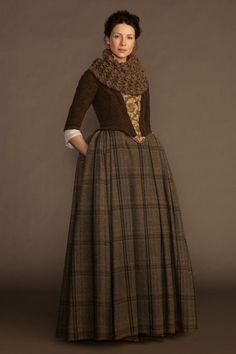 'Outlander' Season 1 - Claire portrait in 18th century clothes
