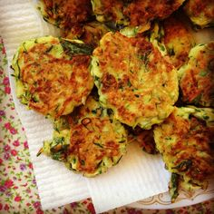 zucchini fritters - bake a bunch in muffin tins (350 for 20 minutes) and then freeze them for good toddler snacks! Sweet Corn Fritters, Pea Fritters, Zucchini Fritters, Veggie Recipes, Baby Food Recipes, Vegetarian Recipes, Cooking Recipes, Toddler Recipes, Healthy Recipes
