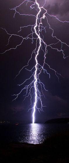 https://photography-classes-workshops.blogspot.com/ #Photography Lightning Strike – Sydney   Very cool photo blog