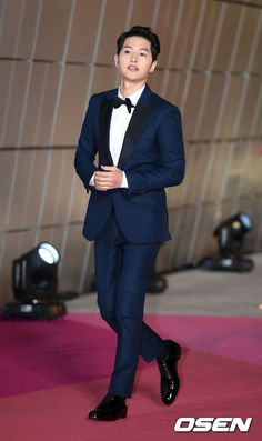 "Song Joong Ki at SIA 2016 + ""Descendants of the Sun"" News Bites Park Hae Jin, Park Seo Joon, Daejeon, Asian Actors, Korean Actors, Song Joong Ki Dots, Korean Celebrities, Celebs, Actor"