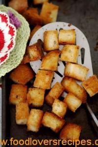 HOW TO MAKE CROUTONS FOR SOUPS AND SALADS