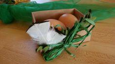 Osterkörbchen aus selbst gebastelter Kartonschachtel .