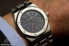 The new Audemars Piguet Royal Oak Jumbo - SIHH 2012 - Monochrome Watches Audemars Piguet Gold, Audemars Piguet Diver, Audemars Piguet Watches, Armani Watches For Men, Luxury Watches For Men, Dream Watches, Cool Watches, Men's Watches, Ap Royal Oak