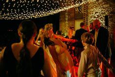 Party night under a sky of stars and Dj service. Ph. Quattro Studio #lightingdesign #weddinglights #fairylights #fairylightsforwedding #fairylightsceiling #ceilingoffairylights #outdoorwedding #tuscanwedding #weddingintuscany