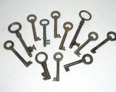 12 Antique Keys Steampunk Supplies Old Metal Keys Aged Rusty Shabby Chic, Wedding Decor, Altered art, DIY Jewelry Projects @66-5