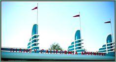 Buena Vista Street - Disneylandia al Día™ Disney California Adventure, Fair Grounds, Street, Fun, Disneyland, Awesome, Parks, Walkway, Hilarious