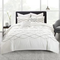 Give your bedroom a fresh update with the casually modern design of the Sunita 7 Piece Duvet Cover Set by Urban Habitat . This machine-washable duvet. Twin Xl Comforter, Queen Comforter Sets, Bedding Sets, Queen Duvet, Crib Bedding, Bed Sets, Carlisle, California King Duvet Cover, How To Clean Pillows