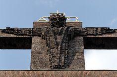 Kreuz auf Heilig-Kreuz-Kirche in Gelsenkirchen, von Suedwesten - Backsteinexpressionismus – Wikipedia