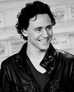 Tom Hiddleston. Via Twitter. Long dark hair beautiful